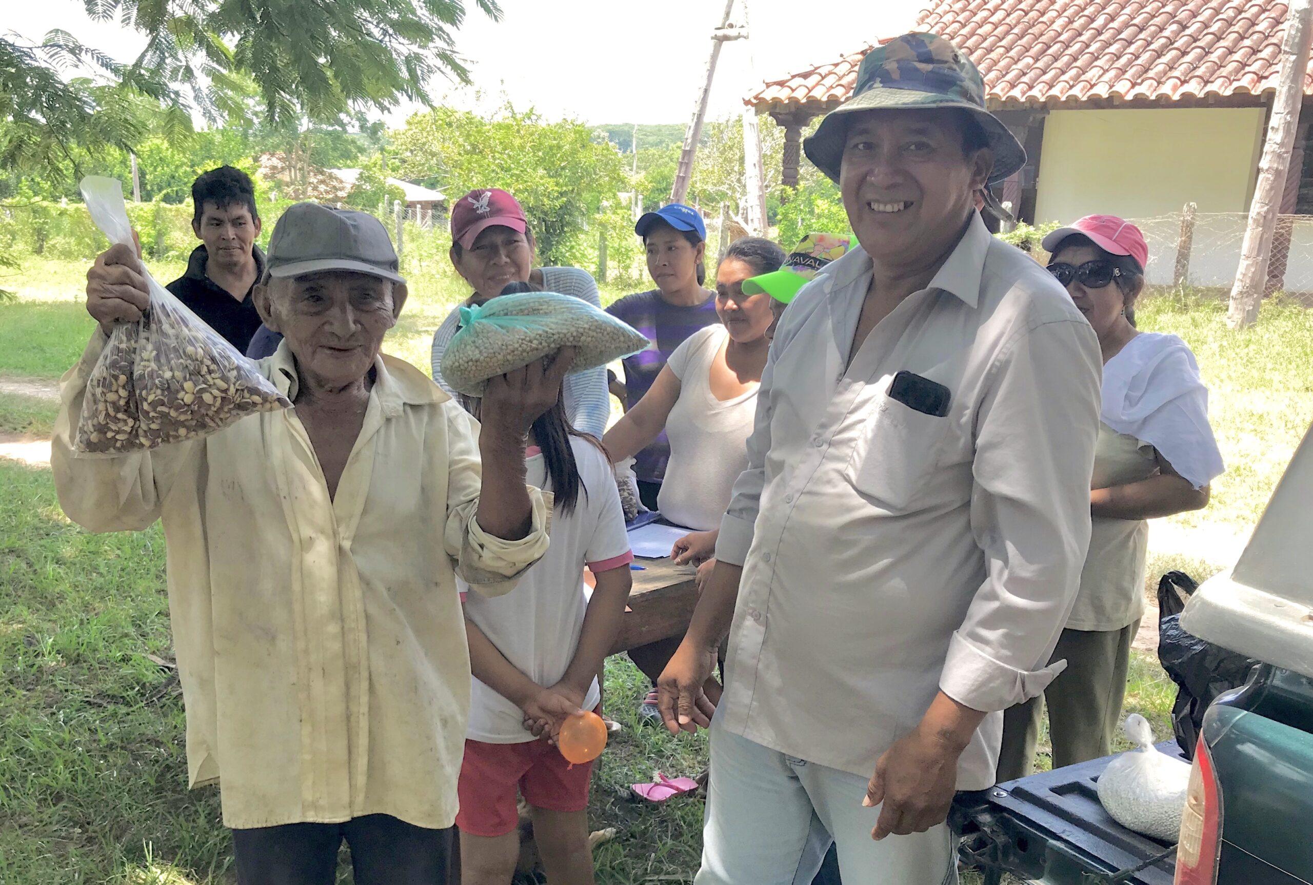 Juan Chive Chore, 86 år, modtog frø til peanuts og bønner i San Lorenzo